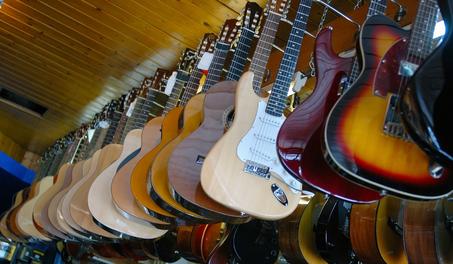 gitarren e bass und zubeh r kaufen im online shop. Black Bedroom Furniture Sets. Home Design Ideas
